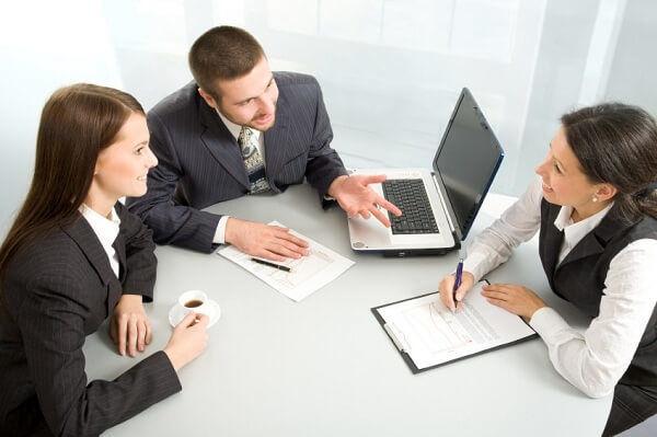Временному сотруднику, замещающего основного, устанавливается тот же размер оплаты труда